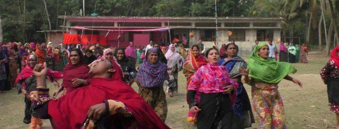 নড়াইলে চল্লিশোর্ধ্ব নারীদের বিভিন্ন ক্রীড়া অনুষ্ঠিত